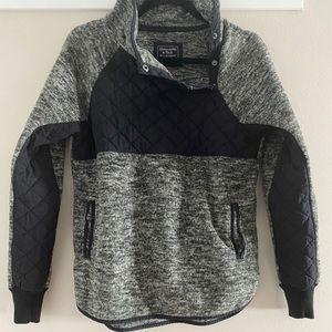 Gray/black asymmetrical button fleece w/pockets